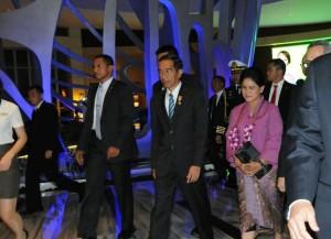 Presiden Jokowi dan Ibu Negara Iriana tiba di Hotel Grand Sanya, Hainan, RRT, Jumat (27/3) malam, untuk menghadiri Boao Forum, Sabtu (28/3) pagi
