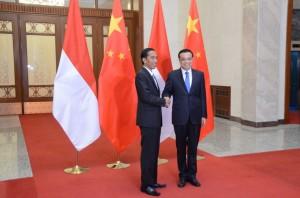Presiden Jokowi bertemu PM RRT Lee Keqiang, di Beijing, Jumat (27/3)