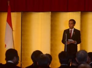 Presiden Jokowi memberikan sambutan pada pertemuan dengan pengusaha Jepang yang tergabung dalam Japinda, di Tokyo, Selasa (24/3) malam