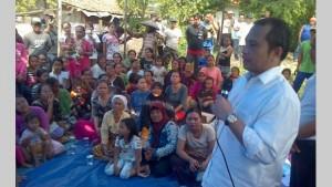 Menteri Desa, Pembangunan Daerah Tertinggal dan Transmigrasi Marwan Ja'far saat bertemu warga Lamongan, Jatim, Minggu (22/3)
