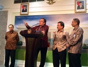 Menteri Keuangan Bambang Brodjonegoro menjelaskan soal insentif pajak, di kantor Presiden, Jakarta, Senin (16/3)