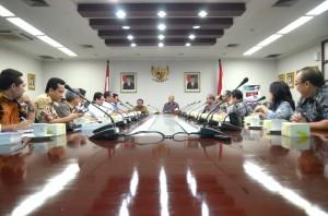 Teten Masduki memimpi diskusi rencana penerbitan Inpres Pencegaha dan Pemberantasan Korupsi, di Gedung III Setneg, Jakarta, Selasa (10/3) lalu