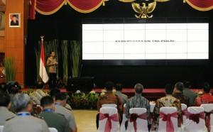 Presiden Jokowi memberikan arahan dalam Rapimnas TNI-Polri, di STIK Jakarta, Selasa (3/3)