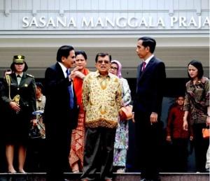 Presiden Jokowi dan Ibu Negara Iriana dilepas Wapres Jusuf Kalla dan Ibu Mufidah, di Bandara Halim Perdanakusumah, Jakarta, Minggu (22/3)
