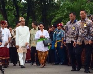 Presiden Jokowi didampingi Ibu Negara Iriana tiba di komplek Candi Prambanan, untuk menghadiri upacara Tawur Agung Kesanga, Hari Raya Nyepi 2015, Jumat (20/3) pagi