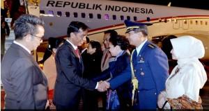 Presiden Jokowi didampingi Ibu Negara Iriana, tiba di Bandara Haneda, Tokyo, Minggu (22/3), untuk kunjungan kenegaraan
