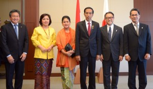 Presiden Jokowi dan Ibu Negara disambut Managing Officer Toyota Motor Corp Hiroyuki Fukui, dan Dubes Yusrin Ihza beserta istri, di kantor Pusat Toyota, Nagoya, Jepang, Rabu (25/3)