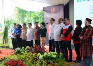 Presiden Jokowi bersama tokoh buruh nasional, di Ungaran, Jateng, Rabu (29/4)