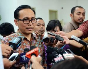 Dirut Garuda Indonesia Arif Wibowo menjawab wartawa usai diterima Presiden Jokowi, di kantor Kepresidenan, Jakarta, Kamis (2/4)