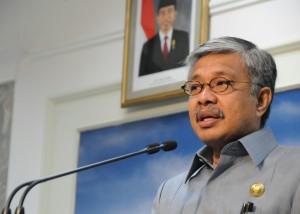 Gubernur Sultra Nur Alam memberikan keterangan kepada wartawan, di kantor Presiden, Jakarta, Selasa (7/4)