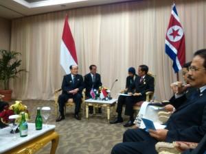 Presiden Jokowi melakukan pertemuan bilateral dengan Ketua Presidium Majelis Tinggi Republik Demokratik Rakyat Korea Kim Yong Nam, di JCC Jakarta, Kamis (23/4)