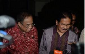 Menko Maritim Indroyono Soesilo dan Menko Perekonomian Sofyan Djalil menjawab wartawan, di Istana Merdeka, Jakarta, Rabu (15/4) petang