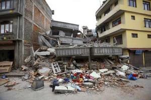 Salah satu reruntuhan bangunan korban gempa di Nepal, Sabtu (25/4)