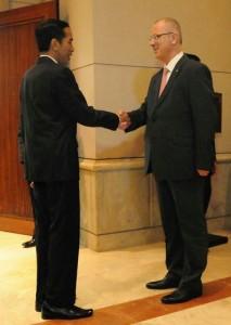 Presiden Jokowi menyambut kedatangan PM Palestina Rami Hamdallah, di JCC Jakarta, Selasa (21/4)