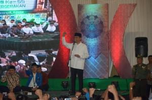 Presiden Jokowi memberikan sambutan pada peringatan Harlah PMII, di Masjid Al Akbar, Surabaya, Jumat (17/4) malam