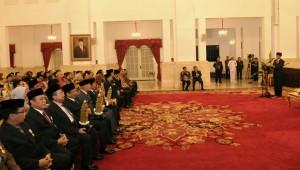 Presiden Jokowi memberikan sambutan pada peringatan Hari Otonomi Daerah, di Istana Negara, Jakarta, Selasa (28/4) sore
