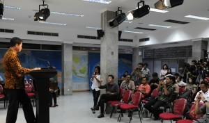 Menteri Perhubungan Ignasius Jonan memberi keterangan kepada wartawan, di kantor Presiden, Jakarta, Rabu (1/4) sore