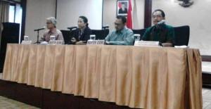 Dirut PT Pertamina Dwi Soetjipto didampingi Menteri BUMN, Menteri ESDM, dan Komisaris Utama Pertamina mengumumkan likuidasi Petral, di kantor Kementerian BUMN, Jakarta, Rabu (13/5)