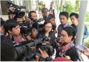 Menlu Retno Marsudi menjelaskan penanganan pengungsi di Indonesia, di kantor Presiden, Jakarta, Selasa (19/5)