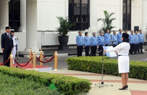 Sekretaris Militer Presiden Laksda Triwahyudi Sukarno  memimpin Upacara Peringatan Hari Kebangkitan Nasional 2015, di lapangan parkir Istana Negara, Jakarta, Rabu (20/5)