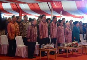 Presiden Jokowi didampingi Ibu Negara Iriana menghadiri puncak peringatan Bulan Bhakti Gotong Royong Masyarakat, di Manado, Sulut, Kamis (28/5)