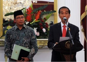 Preside Jokowi didampingi Menteri Agama Lukman Hakim menyampaikan keteranga pers tentang BPIH 2015, di Istana Merdeka, Rabu (27/5) sore