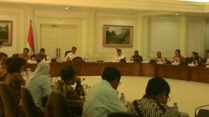 Presiden Jokowi saat memimpin Sidang Kabinet Paripurna, di kantor Presiden, Jakarta, Rabu (13/5) sore