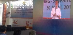 Presiden Jokowi memberikan sambutan pada groundbreaking pembangunan jalan tol Palembang - Indralaya, di Kab. Ogan Ilir, Kamis (30/4)