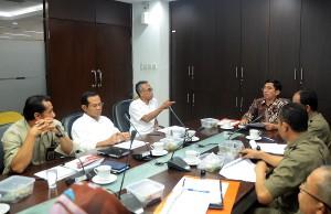 Kepala Biro Perencanaan Keuangan Setkab M. Amperawan memimpin Rapat Koordinasi Pelaksanaan Inpres Aksi PPK, di Gedung III Setneg, Jakarta, Senin (1/6)
