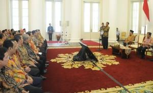 Presiden Jokowi memberikan sambutan saat menerima pimpinan BPK yang menyampaikan hasil pemeriksaan LKPP 2014, di Istana Bogor, Jumat (5/6)
