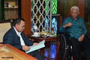Menteri ESDM Sudirman Said bertemu Gubernur Kaltim Awang Faroek Ishak membahas pengelolaan Blok Mahakam, di Balikpapan, Kamis (25/6) dini hari