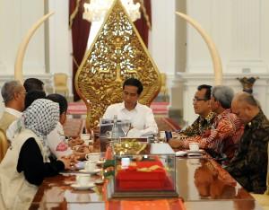 Presiden Jokowi saat menerima delegasi MER-C, di kantor Kepresidenan, Jakarta, Rabu (17/6) siang