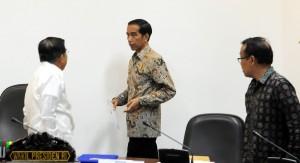 Presiden Joko Widodo (Jokowi) didampingi Wakil Presiden Jusuf Kalla menggelar Rapat Terbatas tentang Strategi Nasional Pencegahan dan Pemberantasan Korupsi, di Kantor Presiden, Jakarta, Jumat (19/6) siang.