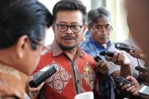 Ketua APPSI Syahrul Yasin Limpo menyampaikan keterangan kepada wartawan seusai bersama sejumlah gubernur diterima Presiden Jokowi, di Istana Merdeka, Jakarta, Kamis (25/6) siang