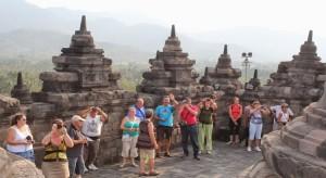 turis-asing-ke-Borobudur-750x410