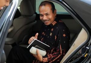 Menteri PPN/Kepala Bappenas Andrinov Chaniago menjawab wartawan seusai bersama Kepala LKPP diterima Presiden Jokowi, di Istana Merdeka, Jakarta, Selasa (14/7)