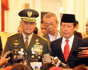 Panglima TNI Jenderal Gatot Nurmantyo bersama Kepala BIN Sutiyoso, di Istana Negara, jakarta, Rabu (8/7)