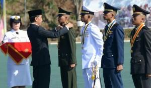 Presiden Jokowi melantik 739 perwira remaja TNI-Polri, di lapangan Akpol Semarang, Jateng, Kamis (30/7)