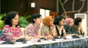 Ketua Pansel KPK Destry Damayanti didampingi anggota Pansel mengumumkan 48 nama calon pimpinan KPK yang lolos seleksi tahap II, Selasa (14/7)