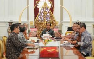 Presiden Jokowi menerima Komisioner LPS yang dipimpin Ketuanya Heru Budiargo, di Istana Merdeka, Jakarta, Kamis (23/7)