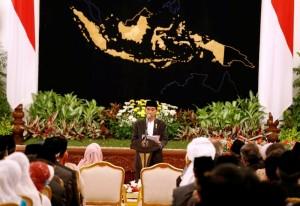Presiden Jokowi memberikan sambutan pada peringatan Nuzulul Quran 2015, di Istana Negara, Jakarta, Jumat (3/7) malam