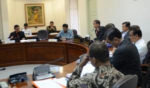 Presiden Jokowi memimpin ratas soal pembetukan daerah otonomi baru, di kantor Presiden, Jakarta, Rabu (8/7) siang