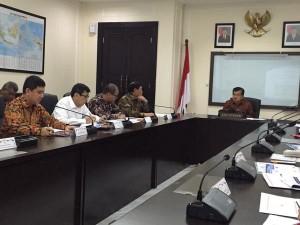 Wapres Jusuf Kalla memimpin rapat reformasi birokrasi, di kantor Wapres, Jakarta, Kamis (9/7)