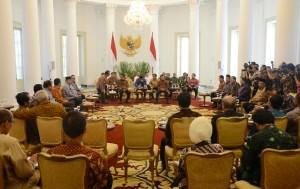 Suasana pertemuan konsultas Presiden Jokowi dengan pimpinan lembaga negara, di Istana Kepresidenan, Bogor, Rabu (5/8)