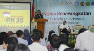 Seskab Andi Widjajanto memberikan pembekalan kepada penerima beasiswa LPDP, di Wisma Hijau, Depok, Senin (3/8)