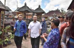 Menteri Desa, PDT dan Trasmigrasi Marwan Jafar mengunjungi Desa Adat di Bangli, Bali, Minggu (30/8)