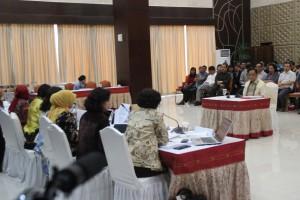 Mayjen (Purn) Hendardji Supandji saat menjalani seleksi wawancara Capim KPK, di aula Gedung III Kemensetneg, Jakarta, Selasa (25/8)