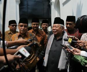 Ketua Umum PBNU KH. Said Aqil Siraj dan Rais Aam PBNU KH. Ma'ruf Amin menjawab wartawan seusai diterima Presiden Jokowi, di kawasan Istana Kepresidenan, Jakarta, Kamis (27/8)