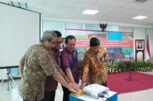 Sekjen Kementerian PUPR Taufik Widjoyono didampingi sejumlah pejabat meresmikan launching proyek Kementerian PUPR TA 2016, di Jakarta, Jumat (28/8)