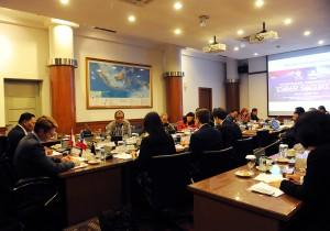 Seskab Andi Widjajanto saat menjadi narasumber dalam konrefensi internasional soal cyber security, di Lemhanas, Jakarta, Selasa (4/8)